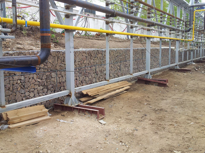 Strengthening the slope using a gravity retaining wall